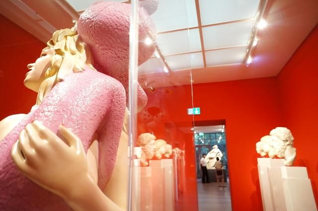 "Kult Up im Liebieghaus in der Ausstellung ""Jeff Koons - The Sculptor"", Foto: Tine Nowak"