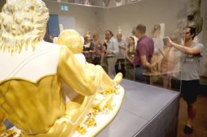 """Kult Up im Liebieghaus. Führung mit Kurator Vinzenz Brinkmann durch die Ausstellung """"Jeff Koons - The Sculptor"""", Foto: Tine Nowak"""