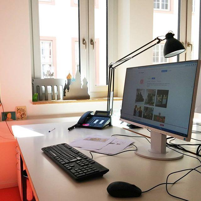Hurra! Umzugswoche beim @histmus. Im neuen Büro eingerichtet und nun auch wieder mit Zugriff auf Computer und Internet.