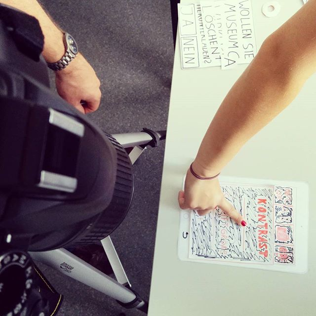 Aus der Lehre: Intermedia-Studierende produzieren ein Paper Prototype einer App für Leichte Sprache