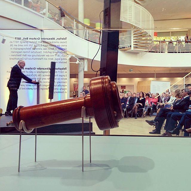 Vom Sprechwerkzeug zur Ansprache: Eröffnung der neuen Dauerausstellung im @mfk_frankfurt